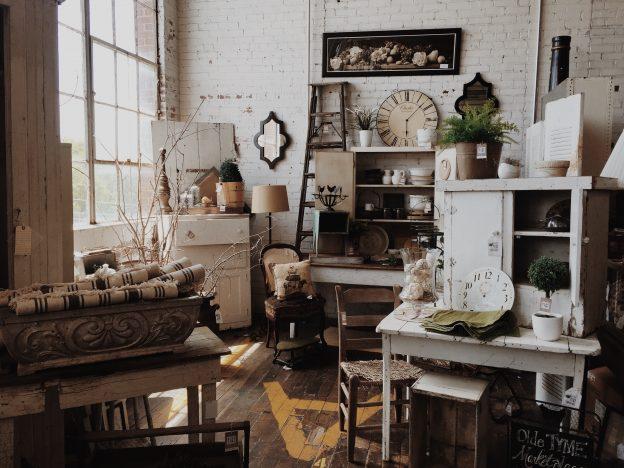 Мебелите се наследяват – антики и стари неща
