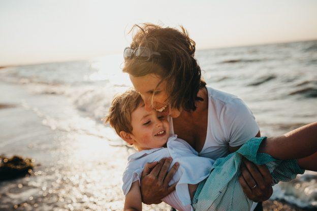 Деца - да възпитавате или обичате?